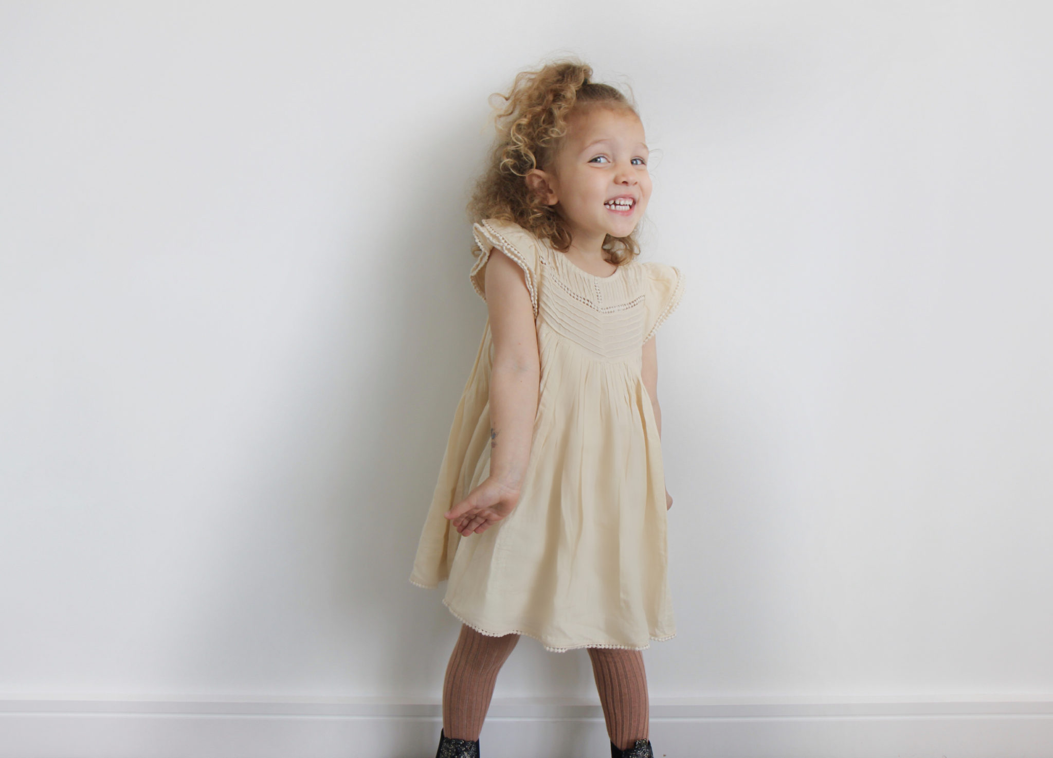 Corporate-style-story-muddy-creatures-kids-styling-service-review-mar-mar-copenhagen-cream-dress-rose-tights-floral-chelsea-boots-2017-05-21